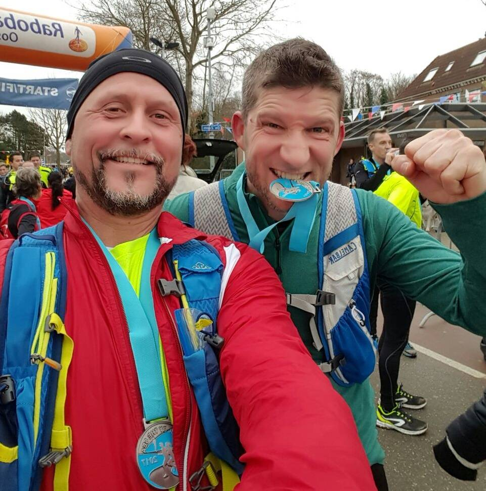 Trail run Burgh-Haamstede met Sander Flier (links)